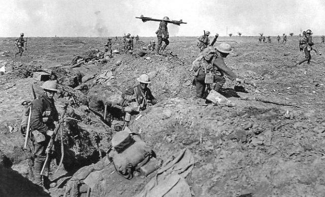 British_infantry_Morval_25_September_1916